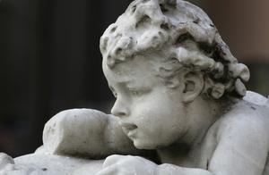 Auch Figuren und Denkmäler werden schonend gereinigt